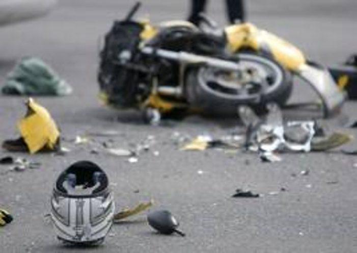 Motociclista muore decapitato sulla Pontina sotto gli occhi degli automobilisti, strada chiusa e lunghe code