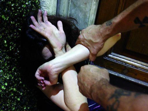 Donna violentata a Roma, fermato cittadino romeno 37enne accusato di violenza sessuale e lesioni