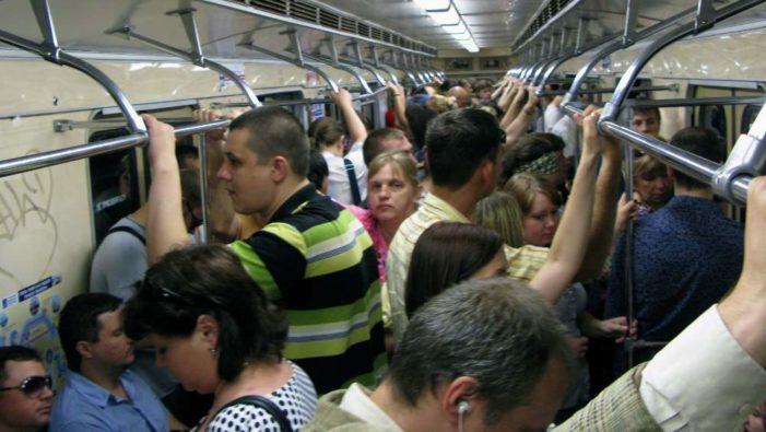 Fumo, scintille e un forte boato: evacuata la metro B. Panico per la paura di un attentato