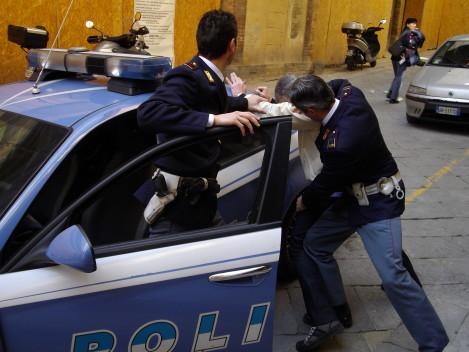 Uccise un clochard durante una lite di notte, 31enne rintracciato in Puglia e arrestato