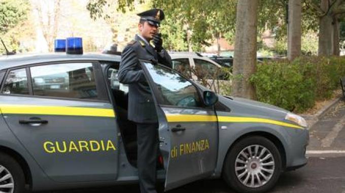 Mafia, Guardia di Finanza confisca beni per 18,5 mln a clan Fasciani. Inquinata economia del litorale