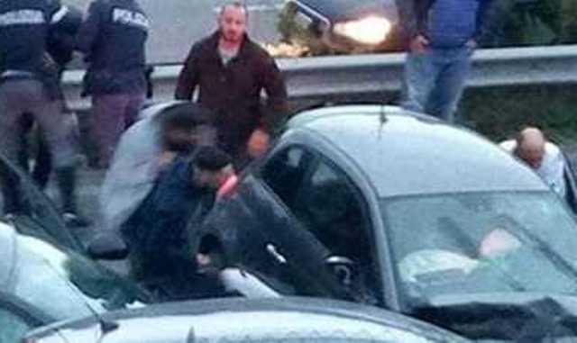 Evita la Polizia e fugge in auto contromano. Muore diciottenne a Tor Bella Monaca