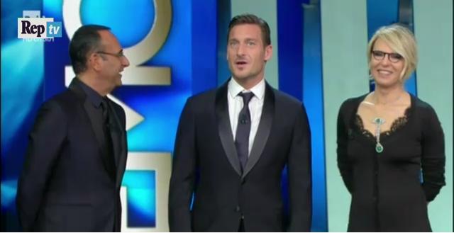 La simpatia di Francesco Totti al Festival di Sanremo, ma i tifosi della Lazio si offendono