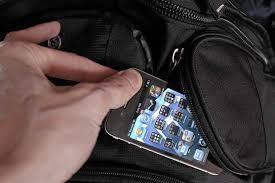 Roma, scippa il cellulare a una turista canadese alla stazione Termini. Arrestato un algerino