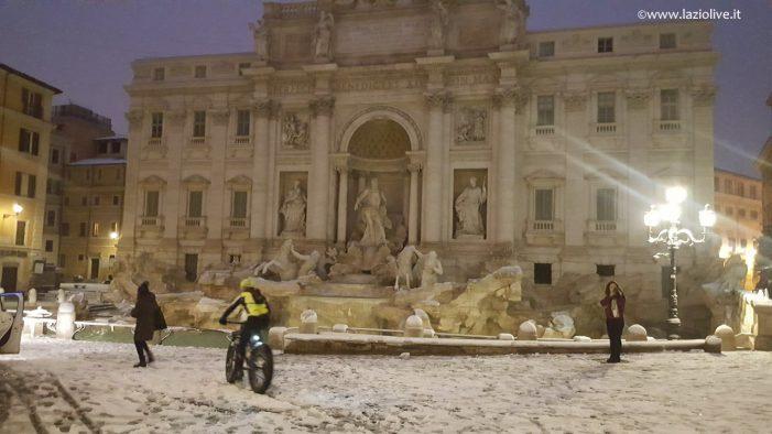 Roma sotto la neve, ecco le foto dei luoghi simbolo della capitale imbiancati (gallery)