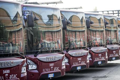 A Roma 230 nuovi autobus di cui 90 a metano, Raggi: è un primo segnale tangibile
