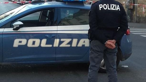 Prima le ordinano un caffè e poi la palpeggiano, arrestati due stranieri per violenza sessuale e tentata rapina