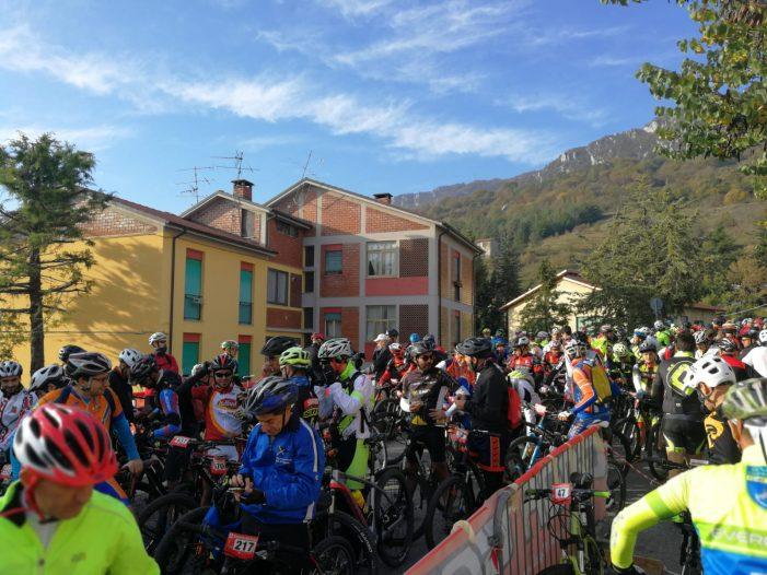 Millebikerper la nonaCicloturistica della castagna di Sante Marie, in centinaia in arrivo dal Lazio