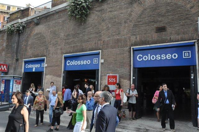 Furti a turisti e ambulanti abusivi tra Colosseo e Fori Imperiali, 5 arresti e 12 denunce