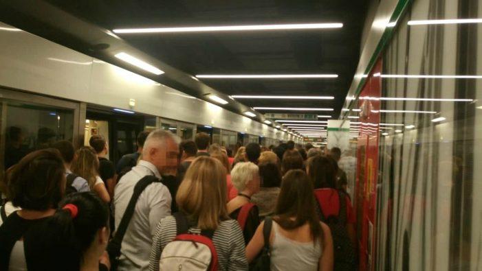 Guasto sulla metro C, panico ed evacuazione tra i passeggeri. Stop alla linea per un'ora