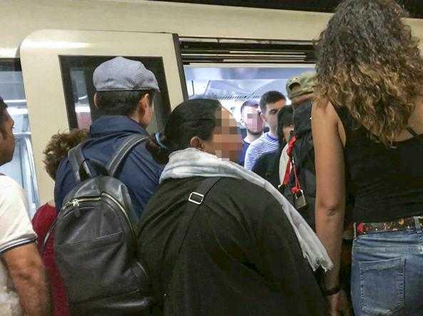 Ennesimo borseggio alla stazione, pizzicata 'Madame Furto' la bosniaca dai numerosi precedenti