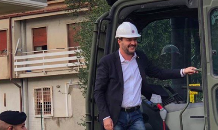 Giù le ville dei Casamonica, Salvini sulla ruspa. Zingaretti entro estate costruiremo parco e biblioteca