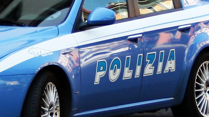 Rubano uno zaino con oltre 2mila euro all'interno, arrestati due italiani di 54 e 63 anni