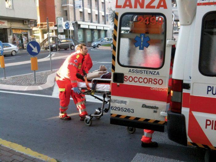Travolto da un'auto in via Anagnina, 29enne tedesco muore dopo il trasporto in ospedale